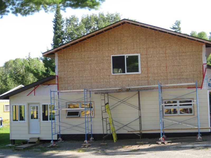 128 Side view of Lodge, you enter thru the porch.JPG